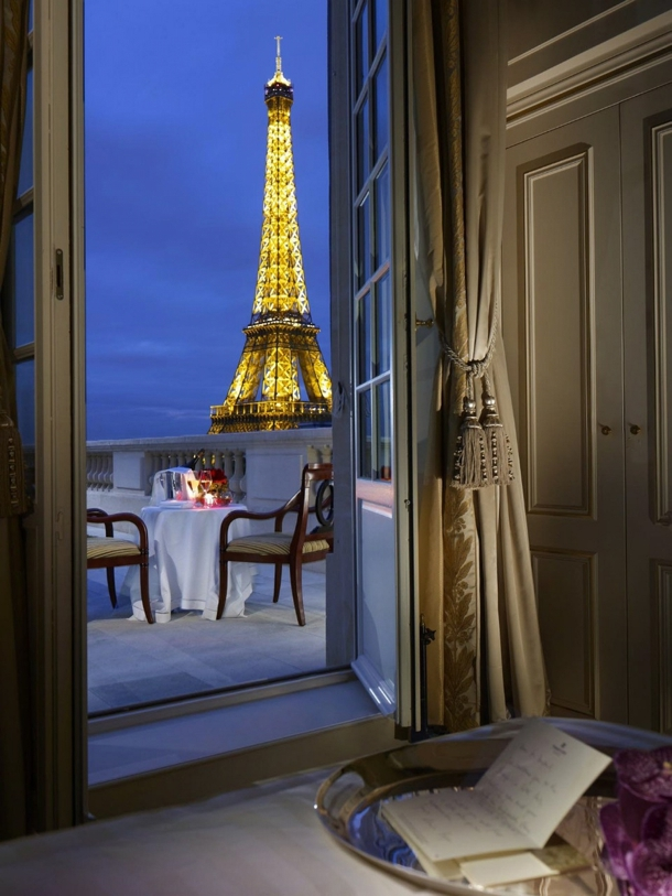 10 most romantic tables for two around the world for Super hotel paris
