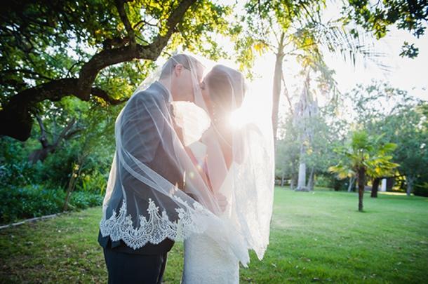 Elegant pink white vineyard wedding by lauren kriedemann for Chaise candie life