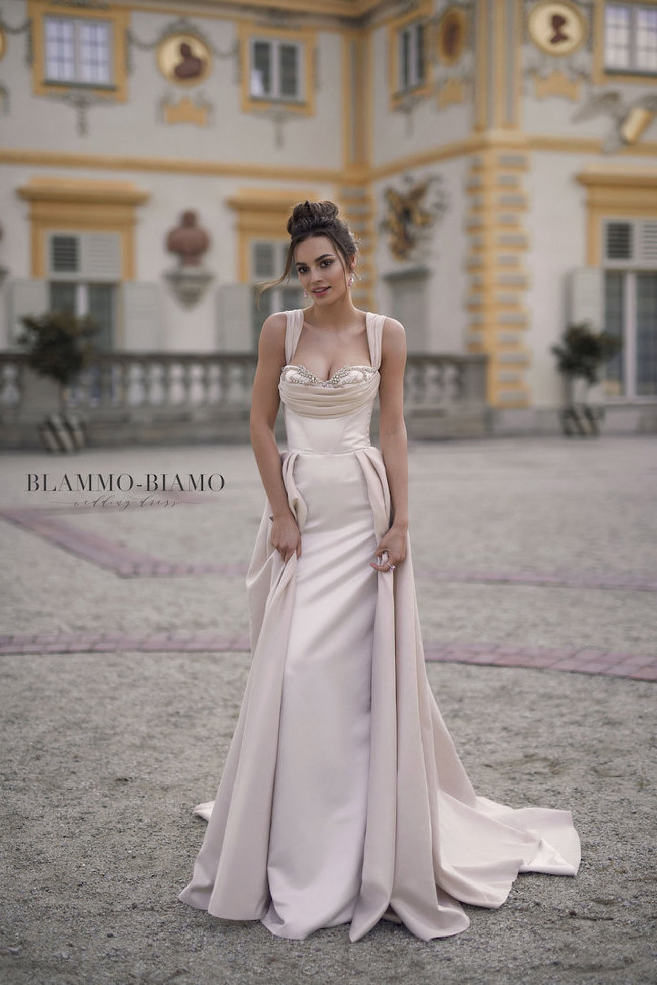 Wedding dresses for hourglass shaped brides for Wedding dresses for hourglass figures