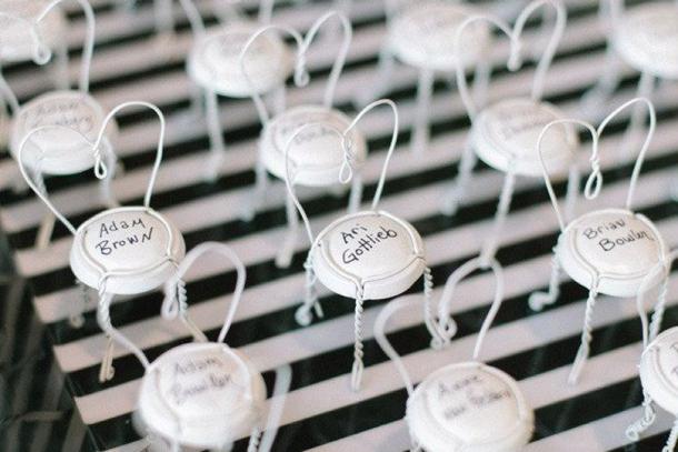 25 unique escort card seating plan ideas for Deco table reveillon st sylvestre