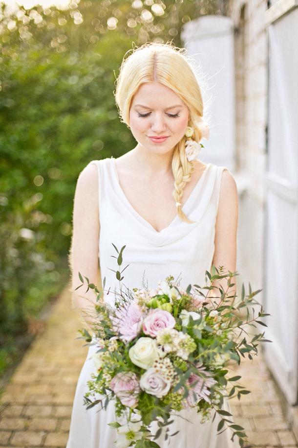 Bride with braid and pastel bouquet | Credit: Anneli Marinovich (20)