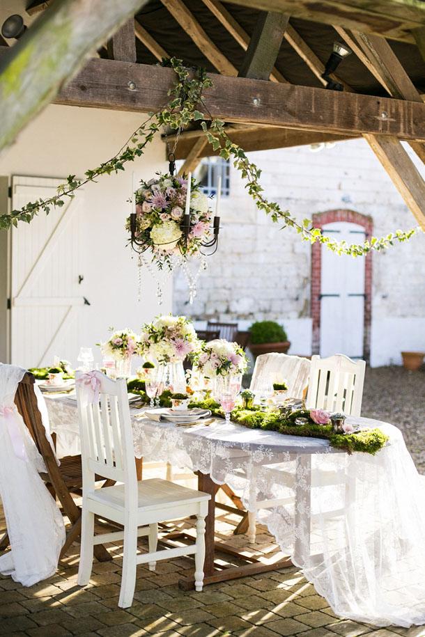 Whimsical Woodland Wedding Inspiration Reception Decor | Credit: Anneli Marinovich (18)