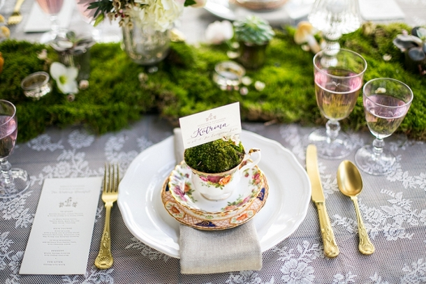 Vintage teacup and moss runner | Credit: Anneli Marinovich (17)