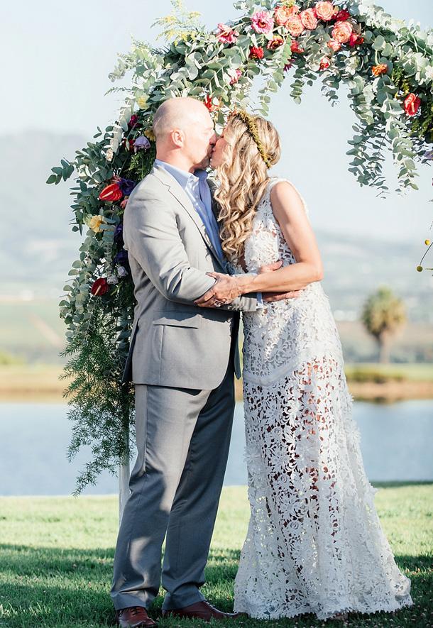 851231dad34 Bright Botanical Wedding by Debbie Lourens