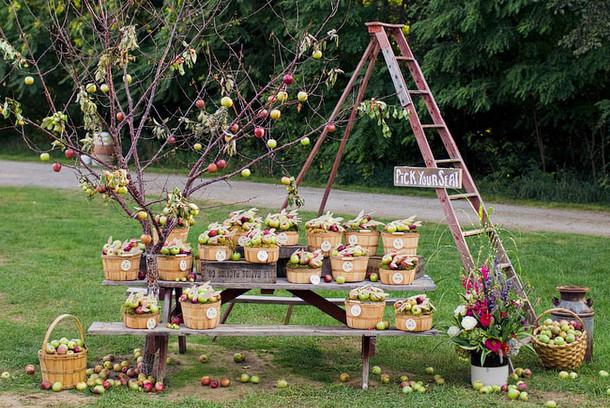 Fall Apple Escort Display   Fall Wedding Ideas   SouthBound Bride