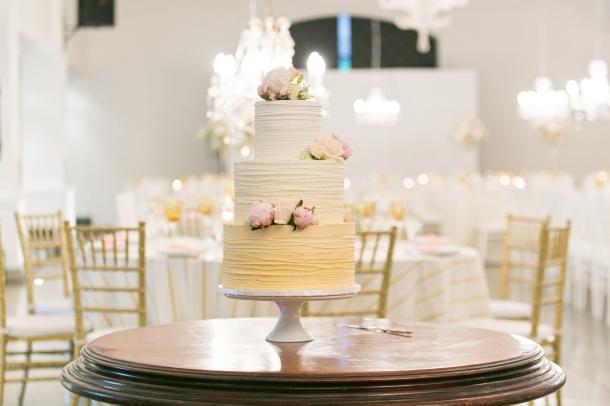 Blush Roses on Wedding Cake