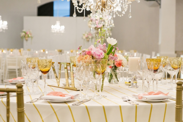 Gold and White Table Decor at Molenvliet