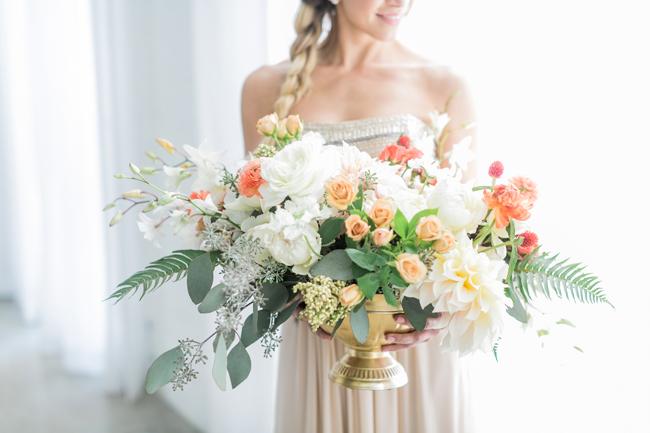 Modern romantic centerpiece | SouthBound Bride | Credit: Alexis June Weddings