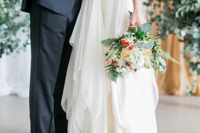 Peach & coral bouquet | SouthBound Bride | Credit: Alexis June Weddings
