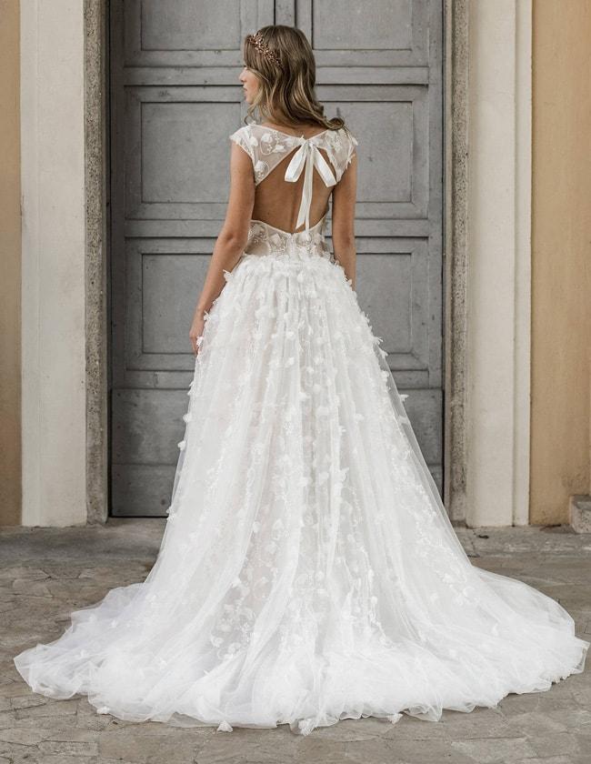 25 statement back wedding dresses southbound bride. Black Bedroom Furniture Sets. Home Design Ideas