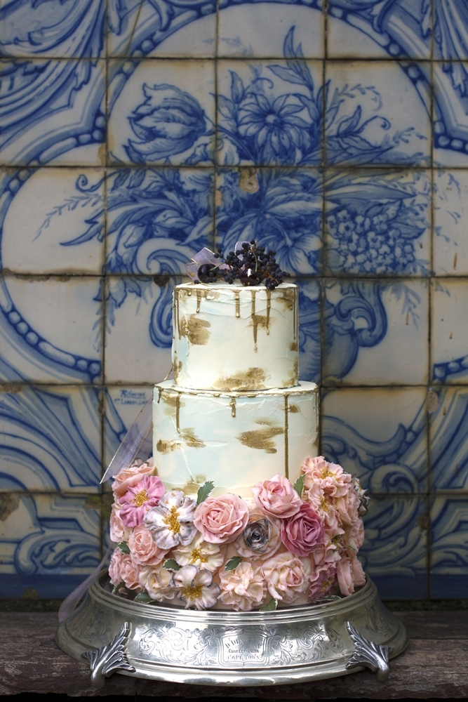 Metallic Gold Drip Wedding Cake | Credit: Mooi Photography