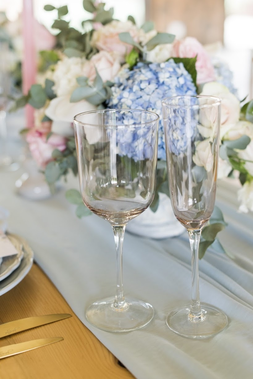 Pantone Serenity & Rose Quartz Table Decor | Credit: Jack & Jane Photography