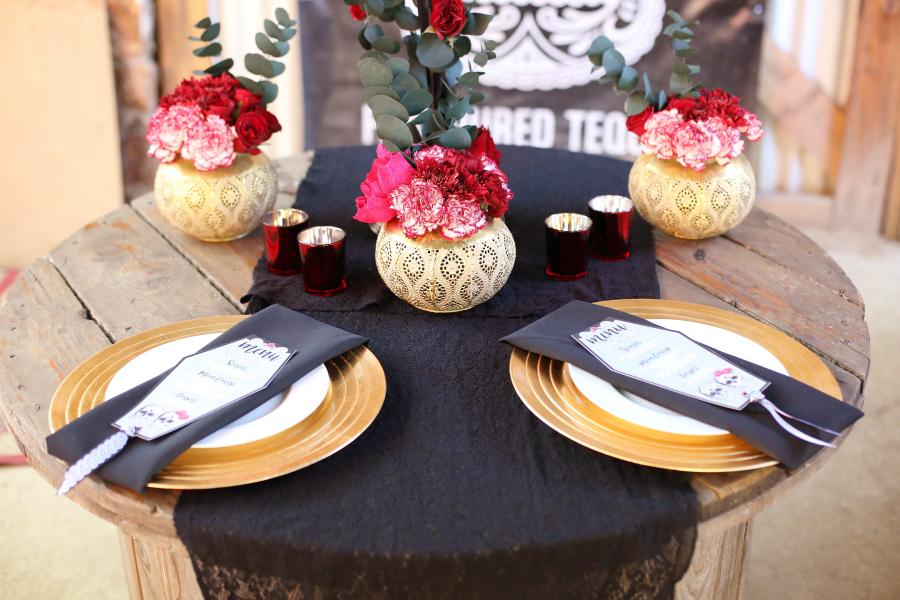 Día De Los Muertos Table Decor | Credit: Hello Love Photography