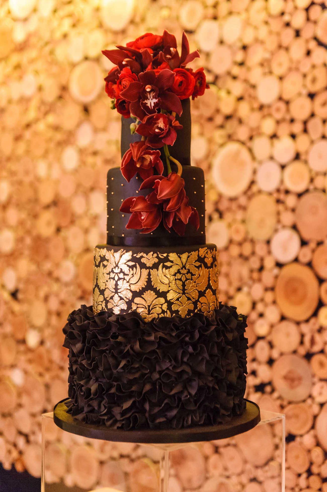 Glamorous Black and Gold Wedding Cake   Credit: Vizion Photography