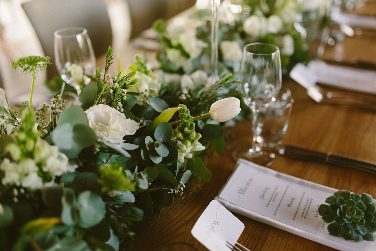 Green and White Table Decor | Credit: Kikitography