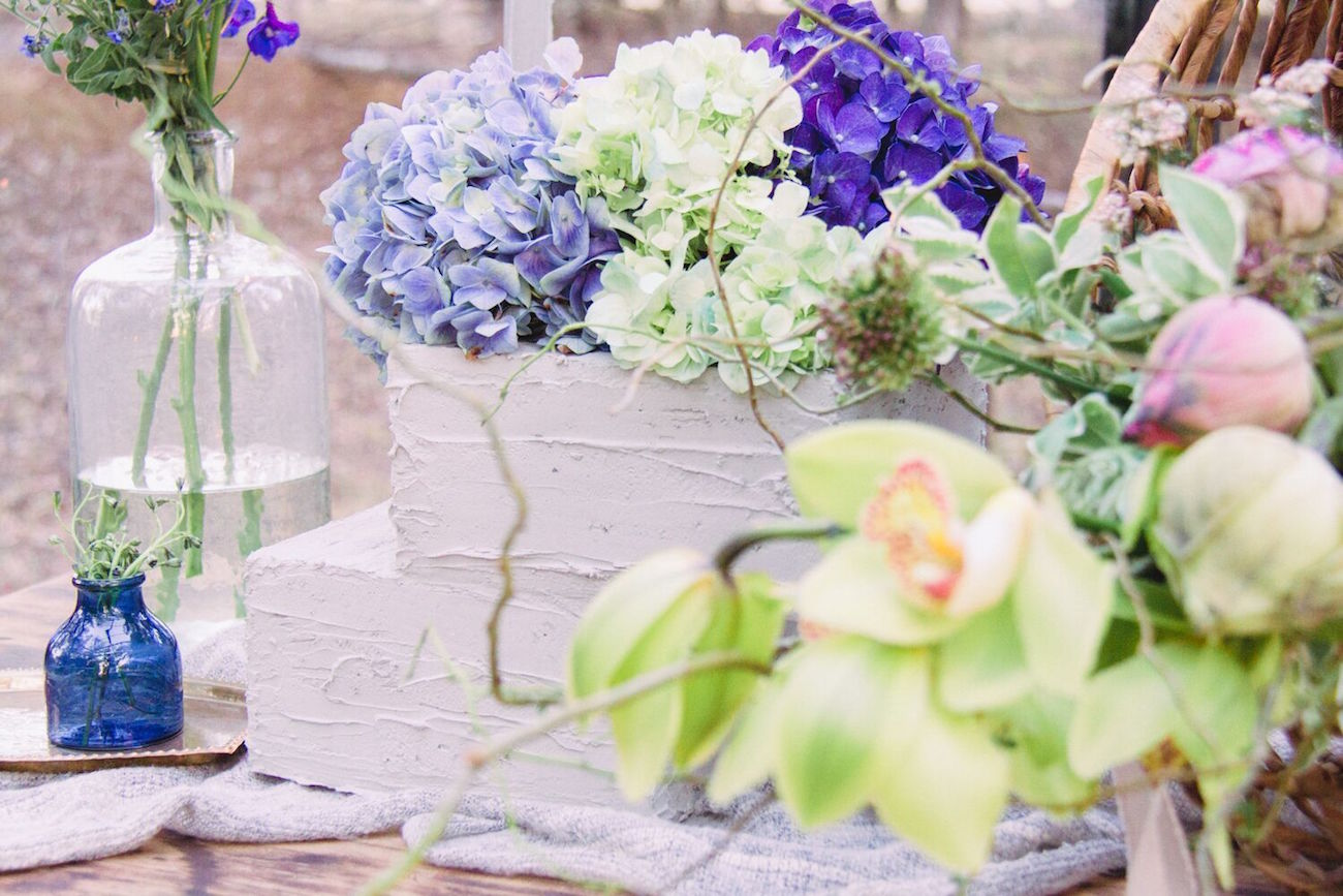 Cake with Hydrangea Topper | Credit: Dust & Dreams Photography