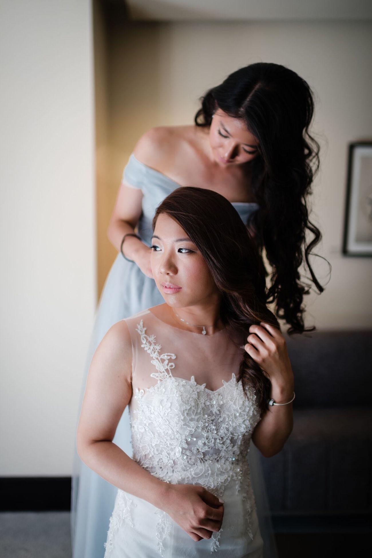 Elegant Bride Getting Ready | Image: Wynand van der Merwe