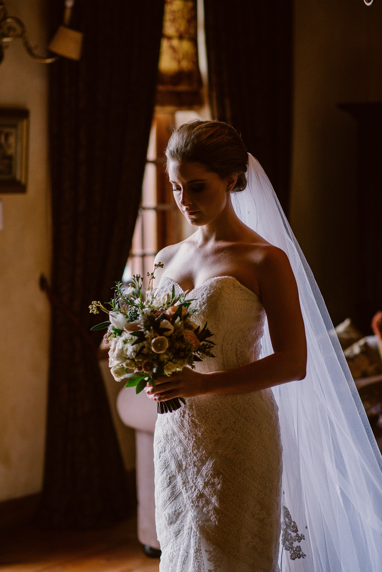 Bride in Heirloom Veil | Image: Lad & Lass Photography