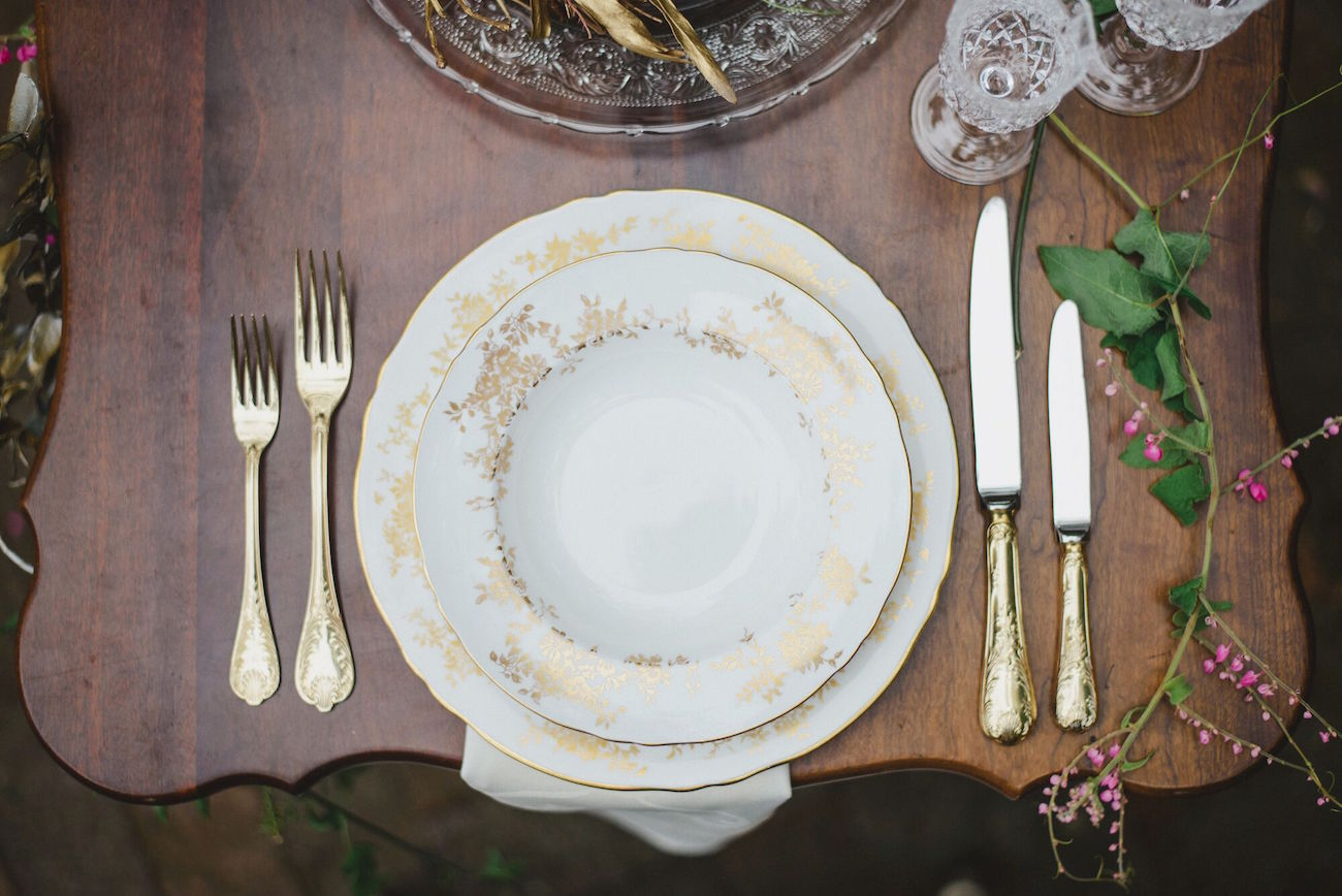 Vintage China Place Setting | Credit: Oh Happy Day & Roxanne Davison