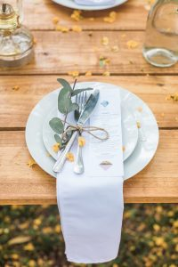 Informal Forest Feast Wedding Place Setting| Image: Alicia Landman