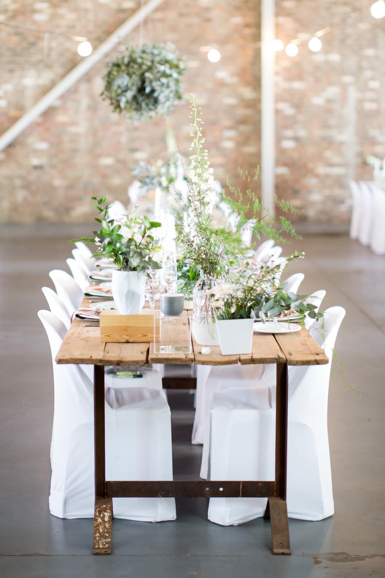 White & greenery tablescape | Image: JCclick