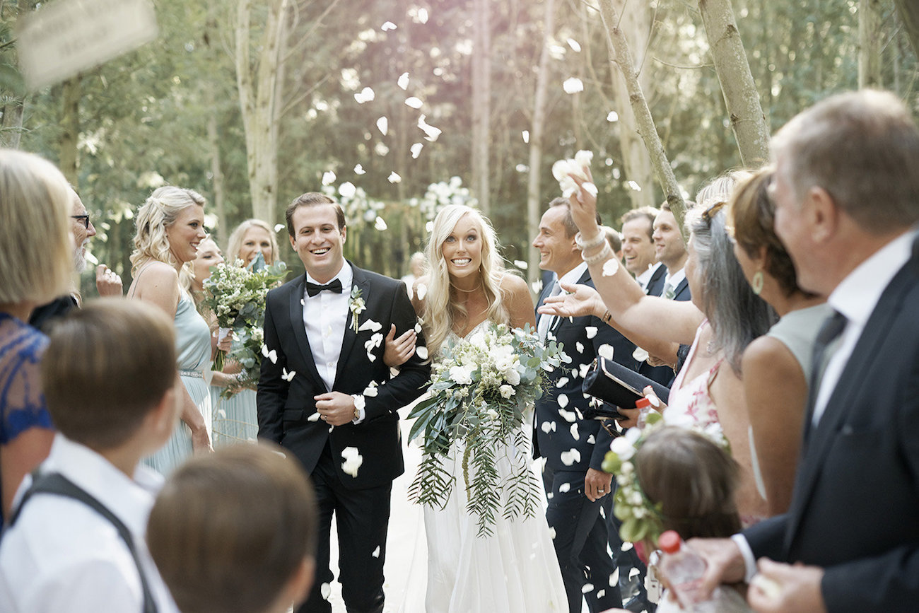 Confetti Toss | Image: Knit Together Photography