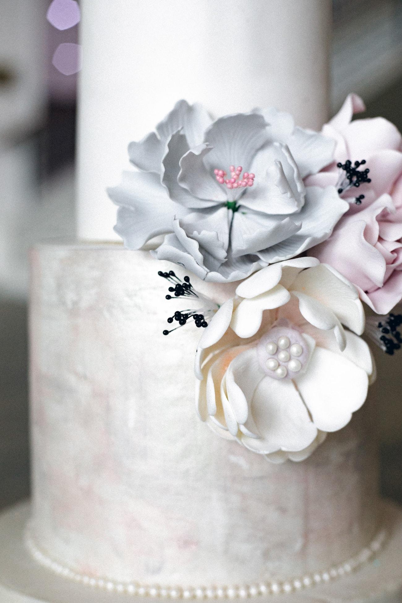 Iridescent Pastel Wedding Cake | Credit: Jessica Notelo (11)