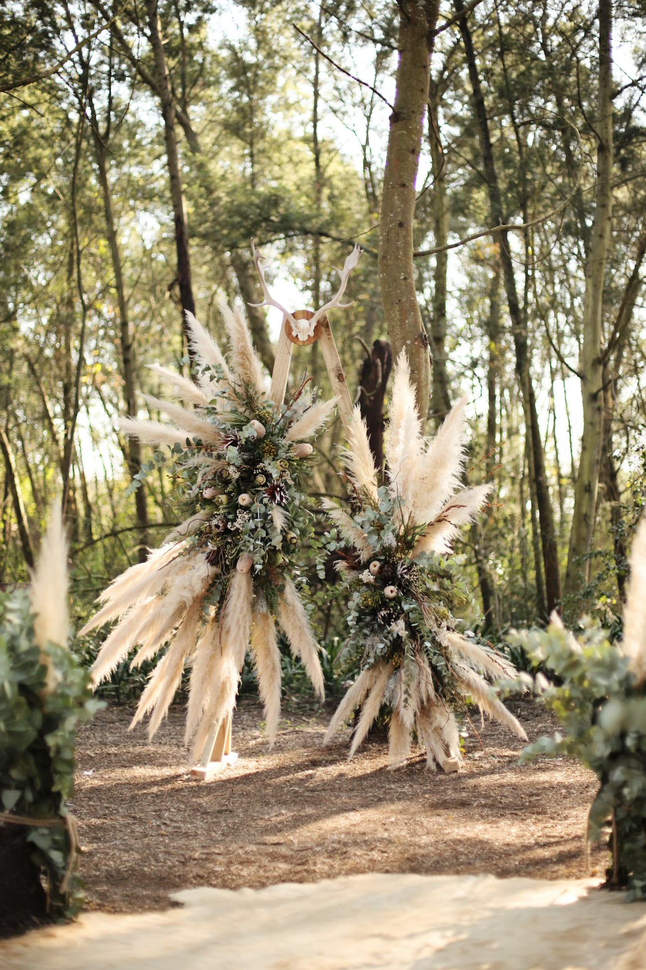 Papas Grass Boho Wedding Arch | Credit: Carmen Roberts (8)