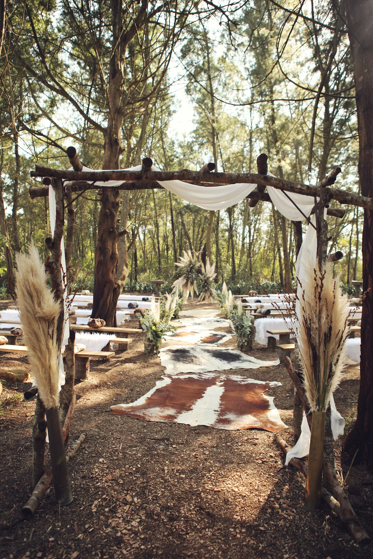 Boho Forest Wedding Ceremony Decor | Credit: Carmen Roberts (11)