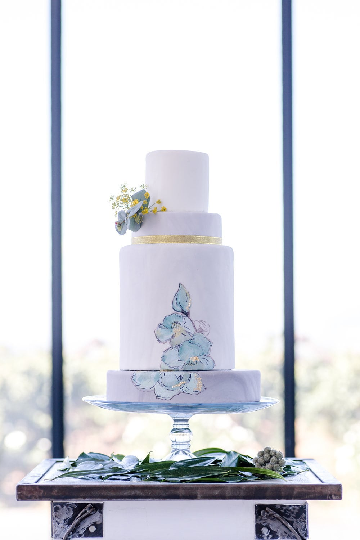 Hand Painted Wedding Cake   Image: Jaqui Franco
