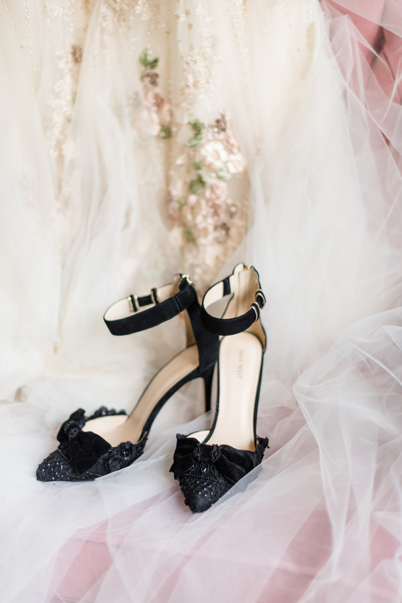 Black Bridal Shoes | Image: Roxanne Davison