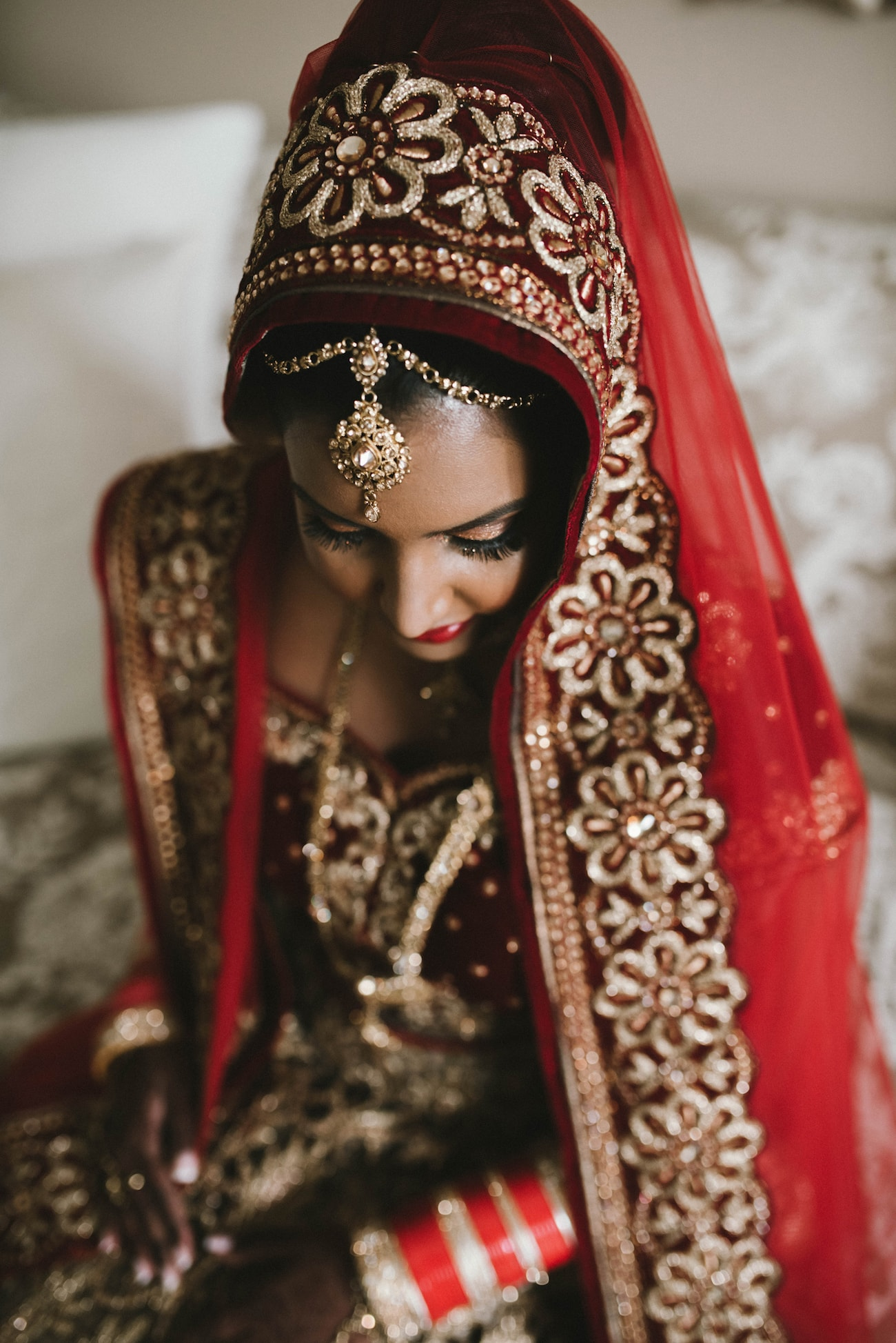 Bridal Headpiece with Polki Maang Tikka and Dupatta | Image: Claire Thomson
