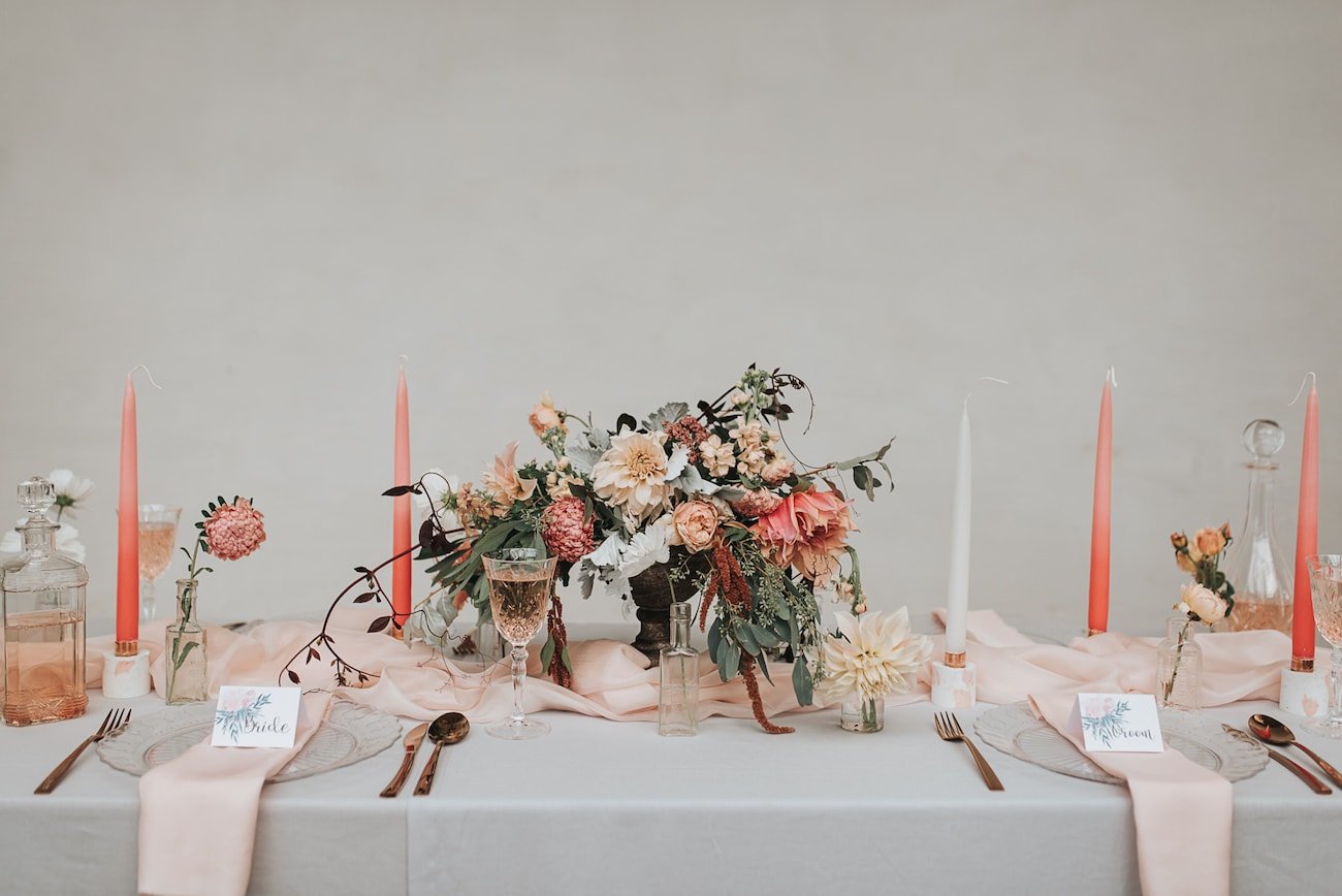 Peach Blush and Grey Table Decor | Image: Pear & Bear Photography