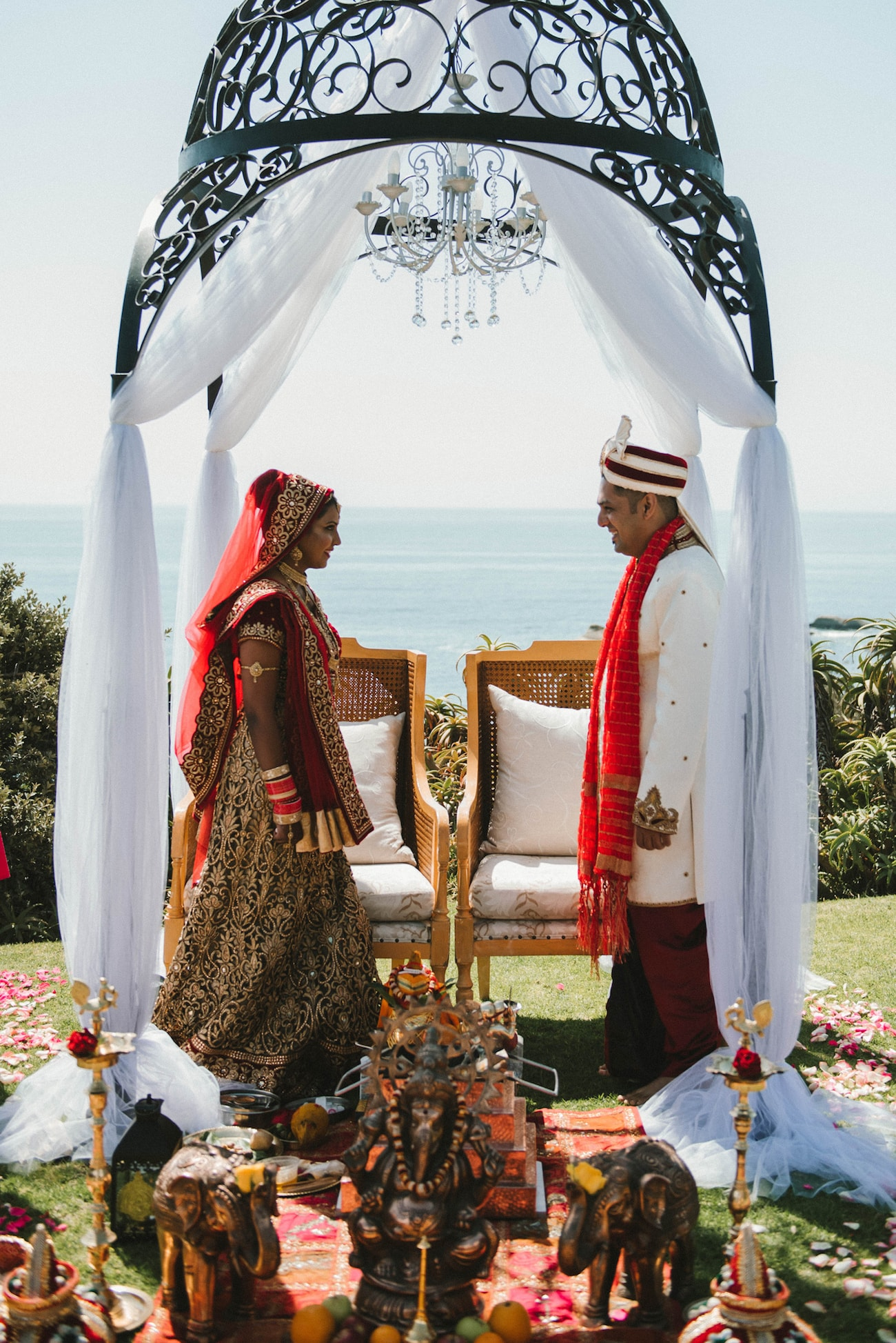 Outdoor Mandap | Image: Claire Thomson