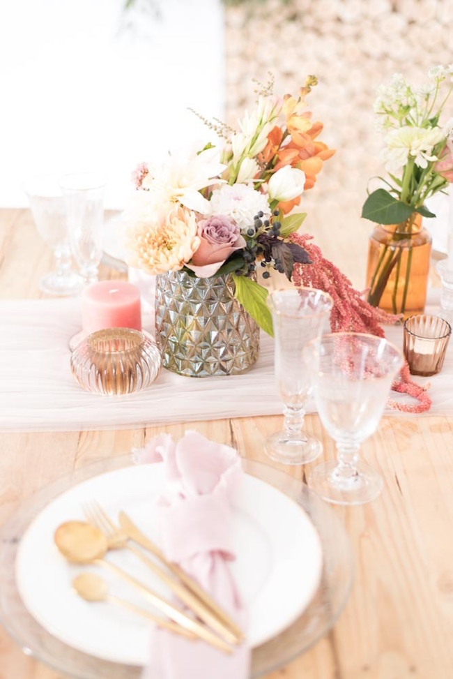 Romantic Fall Table Decor | Image: Cara Faye Weddings