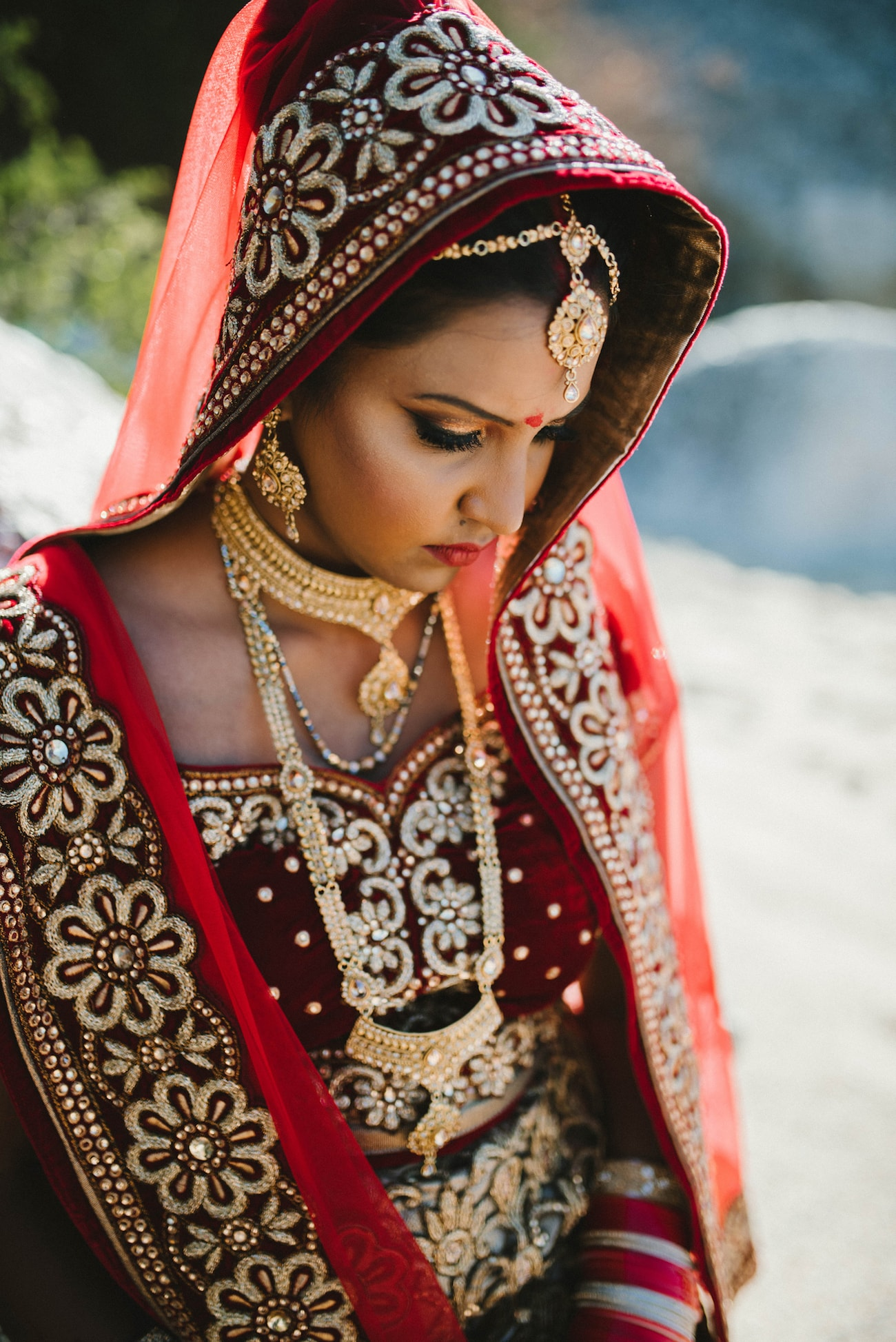 Traditional Hindu Bride Solah Shringar | Image: Claire Thomson