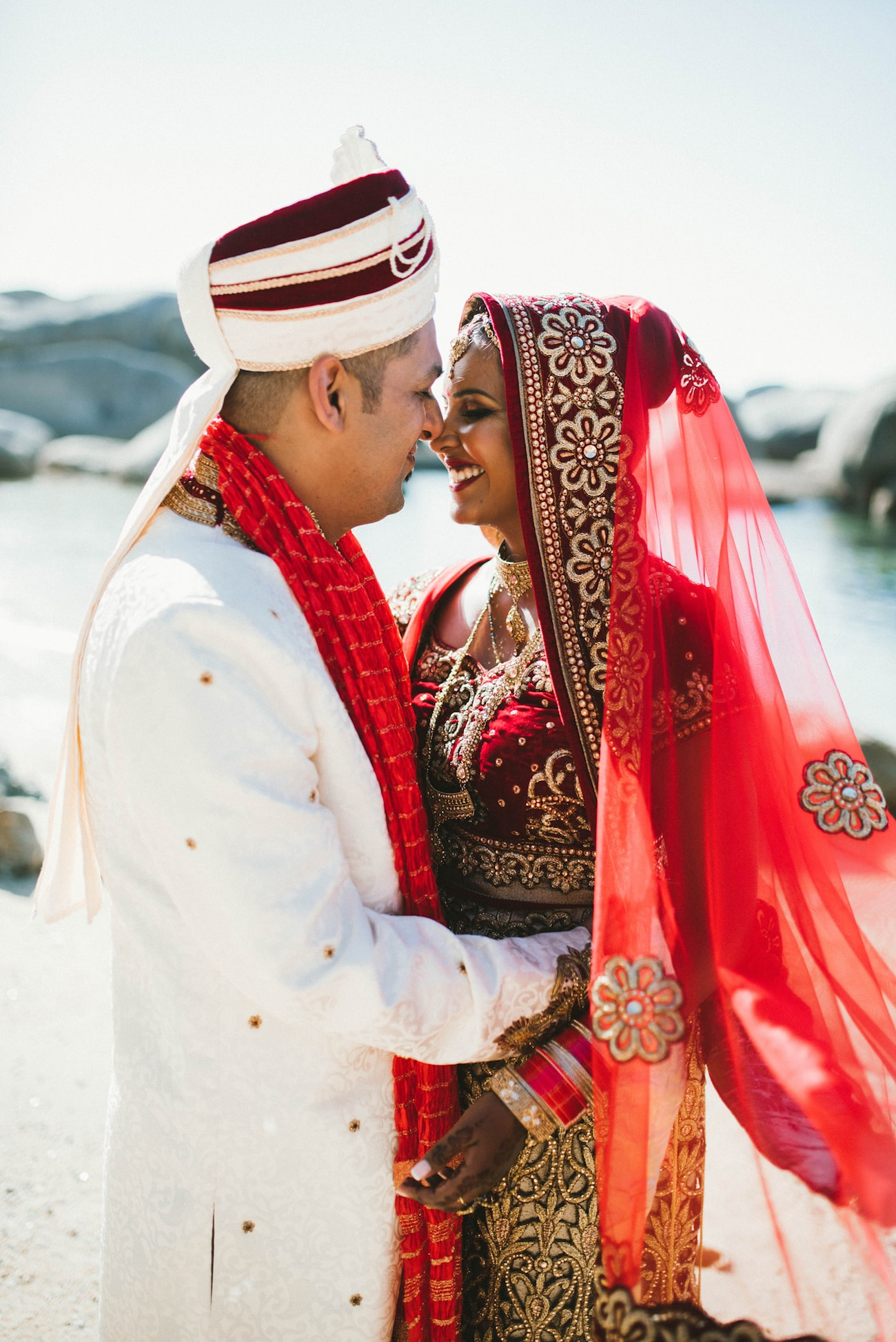 Traditional Hindu Bride & Groom | Image: Claire Thomson