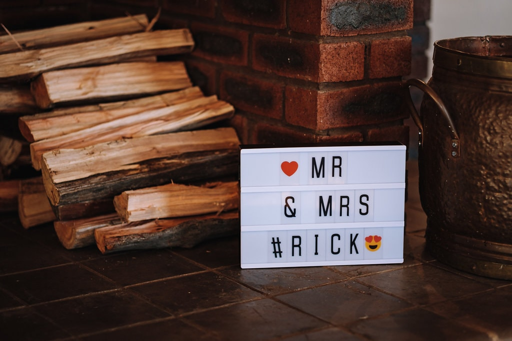 Mr & Mrs Sign | Image: The Shank Tank