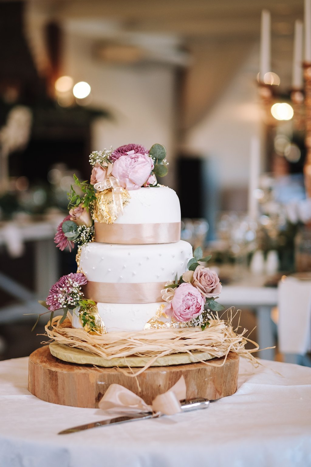 Country Vintage Wedding Cake | Image: The Shank Tank