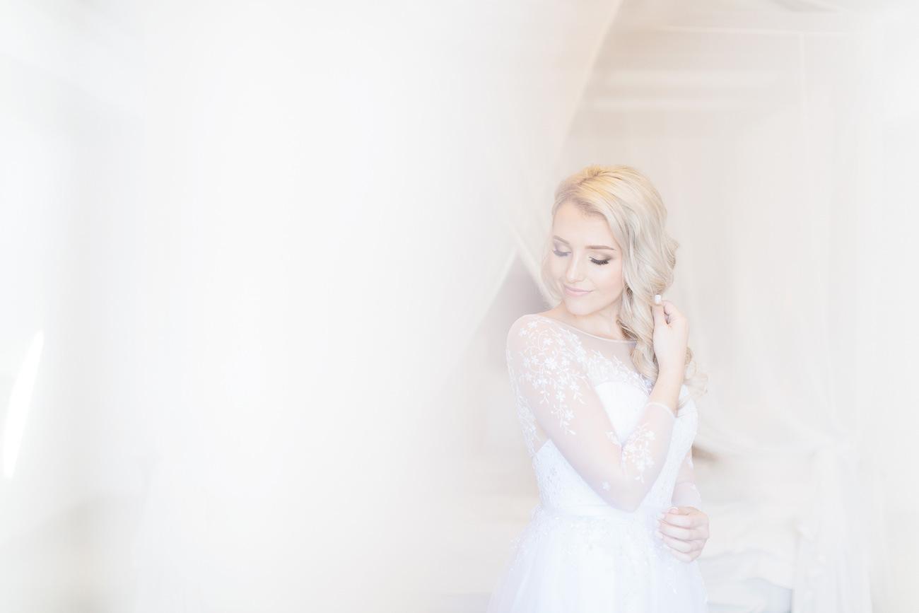 Estelle Designs Wedding Dress | Image: Rensche Mari