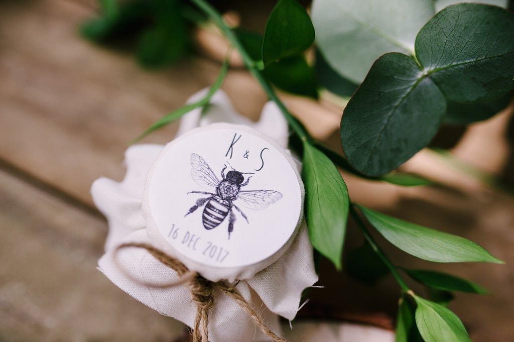 DIY Honey Favors | Image: Cheryl McEwan