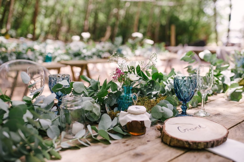 Tree Slice Place Mats for Forest Wedding | Image: Cheryl McEwan
