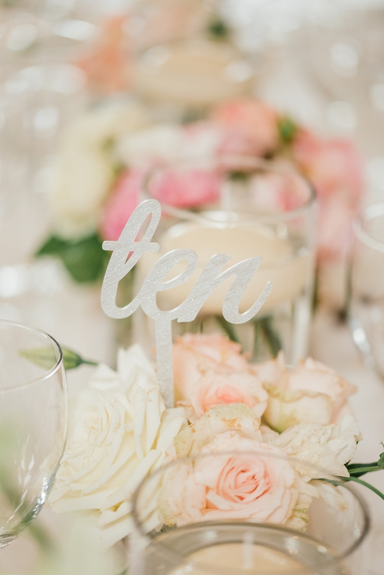 Garden Roses and Lasercut Table Number | Image: Carla Adel